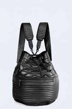 Zadig et Voltaire Small backpack, with tightening drawstring to close the bag,  removable handles, bucket bag form in leather with one pocket zipped in front, rivet metal wings. Width 25cm, height 26cm, 23cm depth, 100% cow leather, with lining thick and resistant cotton twill.