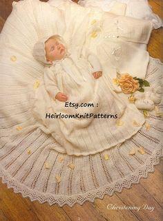 452) de la herencia del bebé de 5 piezas bautizo / del bautismo Canastilla Vestido, Chaqueta, Bonnet, Patucos, Chal, Knitting Pattern Vintage instantánea Descargar PDF