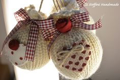 Palline di Natale di lana country style Diy Christmas Ornaments, Christmas Time, Vintage Christmas, Christmas Decorations, Holiday, Fun Crafts, Diy And Crafts, Fabric Ornaments, Crafts To Make And Sell