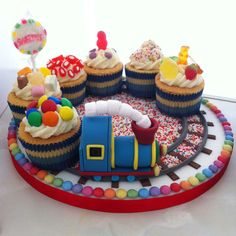 Edible Train-Cake-Model/Topper-and-Sweet-filled-Cup-Cake Carriages