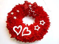 Nadýchaná romantika v červeném kabátku. Burlap Wreath, Target, Symbols, Wreaths, Home Decor, Decoration Home, Door Wreaths, Room Decor, Burlap Garland
