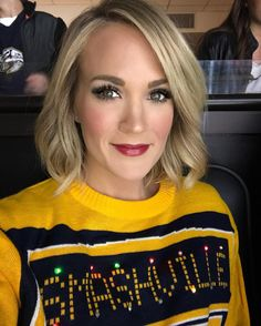 Carrie Underwood - The Best Celebrity Ugly Christmas Sweater Moments - Photos Carrie Underwood Makeup, Carrie Underwood Pictures, All American Girl, I Love Girls, Celebs, Celebrities, Bob Hairstyles, Celebrity Hairstyles, Haircuts