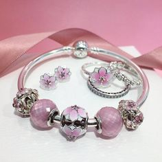 Look at florals in a new way with the Spring 2017 Collection from PANDORA Jewelry. Sparkling silver, soft pinks, and pearly whites designed to make you shine! #DOPANDORA  #PANDORA #PANDORACharm #PANDORABracelet  #PANDORAjewelry #PANDORAWhiteOaks #DOPANDOR