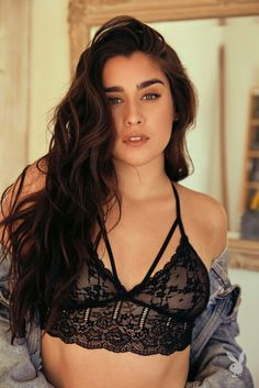 Lauren Jauregui doesn't want to give herself 'boundaries.' The Work From Home hitmaker has decided to pursue solo projects now her group Fifth Harmony has gone on a hiatus. Camila And Lauren, Shooting Photo, Fifth Harmony, Laura Lee, Celebs, Celebrities, Girl Crushes, Woman Crush, Pretty People
