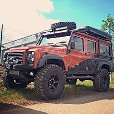 A very serious piece of kit! By @landroveroffroadextrem #landrover #defender110csw #landroverdefender #landroverphotoalbum