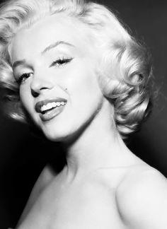 Marilyn Monroe classic short cut
