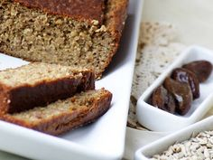 I twisted popular banana bread recipe for a healthier one. Sugar is replaced by dates and the flour is divided between spelt four, sunflower seeds and bulgur. Cooking Tips, Cooking Recipes, Healthy Recipes, Kinds Of Cheese, Banana Bread Recipes, Diabetic Friendly, Breakfast Time, Creative Food, Coffee Cake