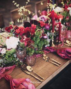 Loft wedding decor, only live plant & flowers @art_petrov  Свадьба в лофте  Детали  флористика, приборы, текстиль, бокалы - @floral_style @art_petrov #цветочныйстильнск  Все самое лучшее для наших клиентов   Организатор @happymowed