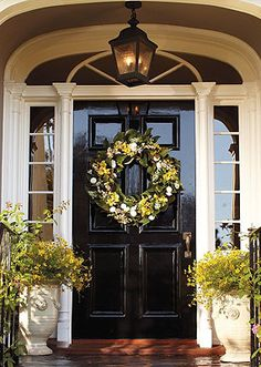 Complete your entrance with this Savannah Wreath!