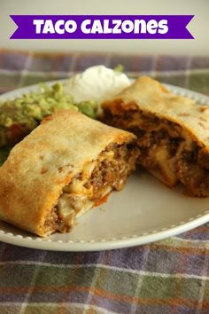 Easy Taco Calzones - A quick and easy weeknight dinner idea using refrigerated pizza dough, taco ground beef filling, and cheese! It's a super kid-friendly meal idea! Beef Dishes, Food Dishes, Main Dishes, Great Recipes, Favorite Recipes, Fast Recipes, Weeknight Meals, Easy Meals, Empanadas