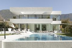 Minimalistic, White & Clean House in Italy