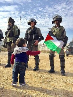 PHOTO OF THE DAY ~~ THE BRAVEST LITTLE BOY IN PALESTINE | Desertpeace