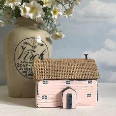 Little bit of hessian for a thatch effect, maybe? #lorainespick #shabbydaisies #shabbychic #rusticart #driftwoodart #driftwood #littlecottage #handmade #woodenhouse #driftwoodcottage #porch#cottage