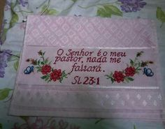 Embroidered Towels, Bath Linens, Cross Stitch Alphabet, Face Towel, Fabric Crafts, Easy Crafts, Crochet Carpet, Pastor, Towels