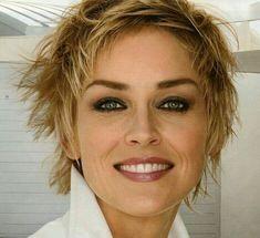 Sharon Stones Haarschnitt Source by robynawaters Sharon Stone Hairstyles, Pixie Hairstyles, Curled Hairstyles, Bouncy Curls, Short Styles, Hair Pictures, Hair Dos, Hair Type, Short Hair Cuts