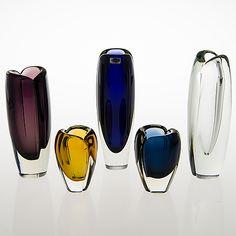 "KAJ FRANCK - Glass vases ""Usva"" for Nuutajärvi Notsjö, 1950/60s, Finland. [h. 11-23 cm] Glass Design, Design Art, Art Of Glass, Glass Ceramic, Nordic Design, Retro Vintage, Perfume Bottles, Gemstone Rings, Ceramics"