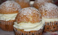 Muffins with vanilla cream quark - Backen - Easy Cake Recipes, Muffin Recipes, Dessert Recipes, Bakery Muffins, Vanilla Cream, Vanilla Flavoring, Food And Drink, Cupcakes, Yummy Food