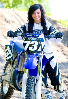 dirtbike senior pictures... wish i woud have done that :