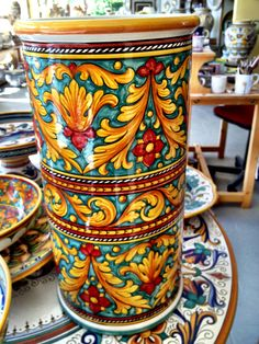 #sberna #art #pottery #ceramics #deruta #madeinitaly #love #handmade #drawing #handpainted #handcraft #colours #yellow #red #green #vase #table