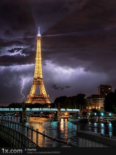 Probably one of the best photos of the Eiffel Tower....