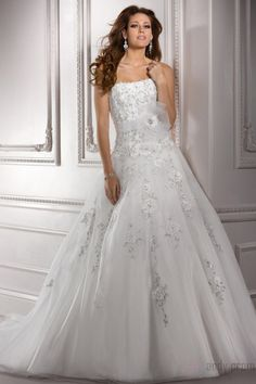 Dramatic Zipper Strapless Organza Wedding Dresses