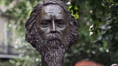 A bronze bust of Nobel Prize-winning poet Rabindranath Tagore has been unveiled in London by Prince Charles.