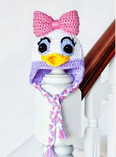 http://translate.google.es/translate?hl=es&sl=en&tl=es&u=http%3A%2F%2Fwww.hopefulhoney.com%2F2014%2F02%2Fdaisy-duck-inspired-baby-hat-crochet.html