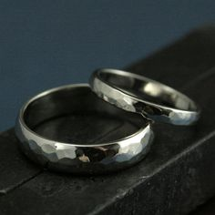 Hochzeit Set--gehämmert Perfect gehämmert 14K Gold Bands--sein und ihrs Ringe--gehämmert Ehering Weissgold Bands-Herren Ehering-Damen