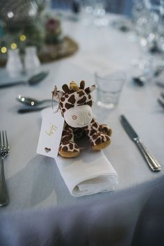 How to pick meaningful and cheap wedding favors—mini toy wedding favor – Wedding Gifts Kids Wedding Favors, Cheap Wedding Reception, Kids Table Wedding, Wedding Favor Table, Creative Wedding Favors, Inexpensive Wedding Favors, Wedding With Kids, Wedding Gifts, Diy Wedding