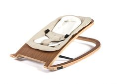 This innovative bouncer offers a pleasant, steady and front-to-back rocking motion which relaxes baby to ensure their utmost restfulness. Manufactured in high-quality laminated wood, its seat has two different positions, along with the stationary position.