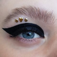 A fierce black graphic cateye eyeliner with cute gold rhinestones and a natural bushy eyebrow - creative, artistic and editorial eye makeup art - eye makeup for blue eyes Creative Eye Makeup, Eye Makeup Art, Blue Eye Makeup, Gold Rhinestone, Rhinestones, Bushy Eyebrows, Blue Eyes, Eyeliner, Makeup Looks