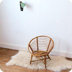 Fauteuil enfant rotin   revoila objets et mobilier du XXe siècle