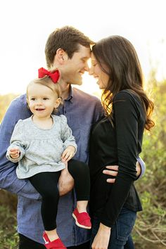 Family of 3 Spring Family Pictures, Family Photos With Baby, Fall Family Photo Outfits, Family Of 3, Family Christmas Pictures, Beach Family Photos, Cute Family, Family Pics, Family Photoshoot Ideas
