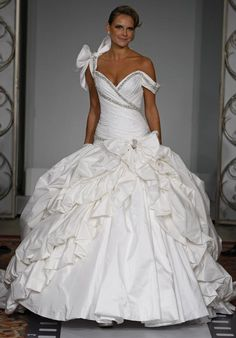 I know it's a little over the top, but I love this Pnina Tornai Wedding Gown!
