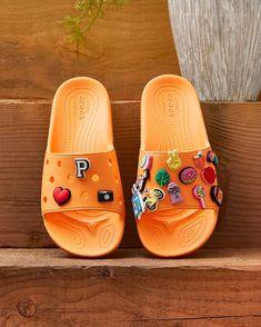 Crocs Fashion, Sneakers Fashion, Fashion Shoes, Crocs Shoes, Shoes Heels, Dior Shoes, Aesthetic Shoes, Fresh Shoes, Hype Shoes