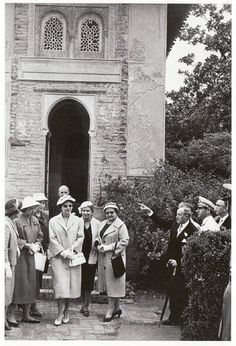 Los reyes de Persia, Mohamed Reza Palhevi y la emperatriz Soraya en su visita a la Alhambra. Archivo de IDEAL 29 de mayo de 1957