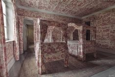 Toile de Jouy galore in an abandoned mansion, by Julia Kamp