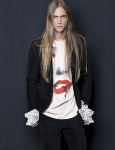 This is Ederson, a Brazilian model. There aren't enough male models with long blonde hair! Beautiful Men, Beautiful People, Stunningly Beautiful, Boys Long Hairstyles, Brazilian Models, Long Locks, Male Models, Blonde Hair, Men's Hair