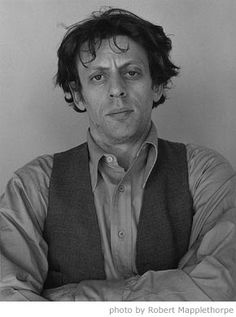 Philip Glass: My favorite modern day composer - there isn't a piece of his I can't enjoy. Music Icon, Art Music, Classical Music Composers, Philip Glass, Long Books, Robert Mapplethorpe, Black And White Portraits, Music People, Relaxing Music