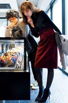 コート脱いだら大作戦!体のラインで魅了する、タイトスカートの美人デートコーデ | andGIRL [アンドガール] Office Fashion, Work Fashion, Modest Fashion, Fashion Pants, Daily Fashion, Fashion Dresses, Japanese Fashion, Korean Fashion, Fall Winter Outfits