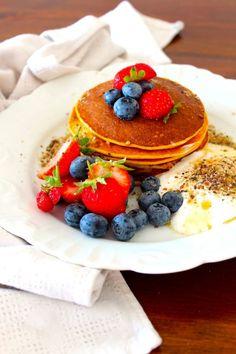 Panquecas de Laranja e Aveia   As minhas Receitas   Bloglovin' Fodmap Breakfast, Breakfast Snacks, A Food, Good Food, Food And Drink, Low Carb Deserts, Menu Dieta, Little Cakes, Aesthetic Food