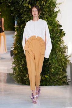 Delpozo at New York Fashion Week Spring 2014 - Runway Photos Girl Fashion, Fashion Show, Fashion Design, Fashion Ideas, Spring 2014, Spring Summer, Summer 2014, Spanish Fashion, Summer Lookbook