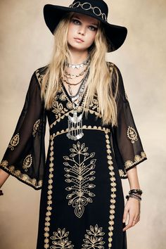 Go boho-chic in an embroidered flowy dress this spring. Let Daily Dress Me help you find the perfect outfit for whatever the weather! Hippie Style, Estilo Hippie Chic, Mode Hippie, Mode Boho, Gypsy Style, Boho Gypsy, Bohemian Style, My Style, Bohemian Fashion