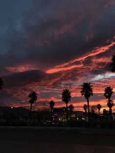 As long as we're under the same sky 🌌 Pretty Sky, Beautiful Sky, Sunset Wallpaper, Wallpaper Backgrounds, Aesthetic Backgrounds, Aesthetic Wallpapers, Sky Aesthetic, Sunset Sky, Aesthetic Pictures