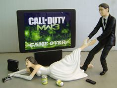 Xbox wedding topper, and you can actually choose the game you want on the tv.there's one for the guys too with the bride pulling him away Xbox Wedding, Geek Wedding, Wedding Humor, Dream Wedding, Wedding Ideas, Gamer Wedding Cake, Anime Wedding, Wedding Fun, Forest Wedding