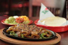 Chilis Grill & Bar (jantar)    Flame-Grilled Ribeye + 2 acompanhamentos