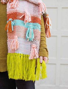 Chunky Woven Scarf Tutorial - A Beautiful Mess Diy Fashion Scarf, How To Make Purses, Scarf Tutorial, Woven Scarves, Half Apron, Textiles, Tartan Pattern, Make Your Own Jewelry, Chunky Yarn