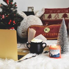 Just a few presents left to wrap errands to run and then I'm ready for a lazy holiday break! I want to crawl into the coziness of this photo by  @hayaisreading  Tag pics #frostbeardstudio to share!