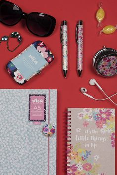 Sunny notebooks to brighten your day! Team your notepad with a floral pen to complete the look! Ditsy Floral, Brighten Your Day, Uni, Notebooks, Pink And Green, Stationary, Paper, Stationery Shop, Notebook