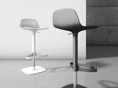 Bonnie hoker. Projekt Gino Carollo .  Siedzisko o minimalistycznej formie.wykonana z polipropylenu